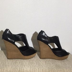 Mossimo zipper back black wedge high heel shoe